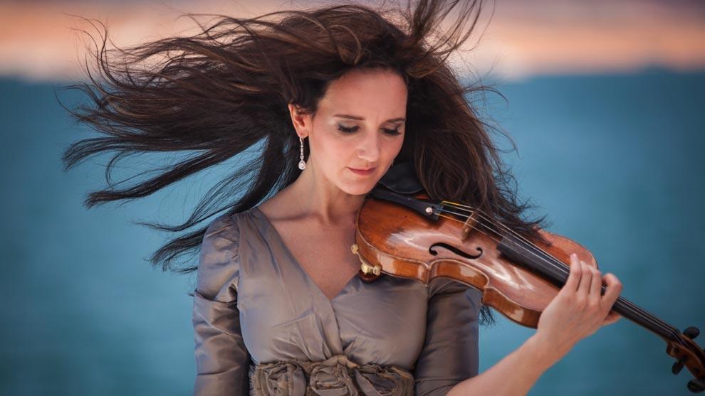 Jenny Oaks Baker holding a violin