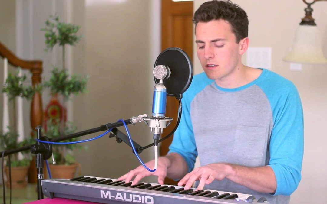musician Tanner Howe playing the keyboard and singing