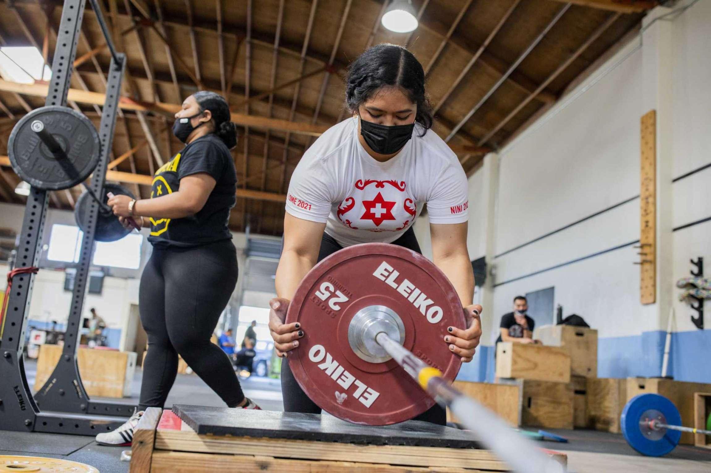 "Kuinini ""Nini"" Manumua weightlifting training"